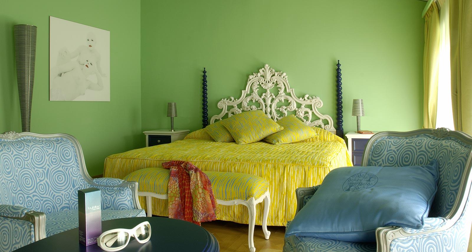 Camere deluxe e superior byblos art hotel villa amist for Gili arredamenti